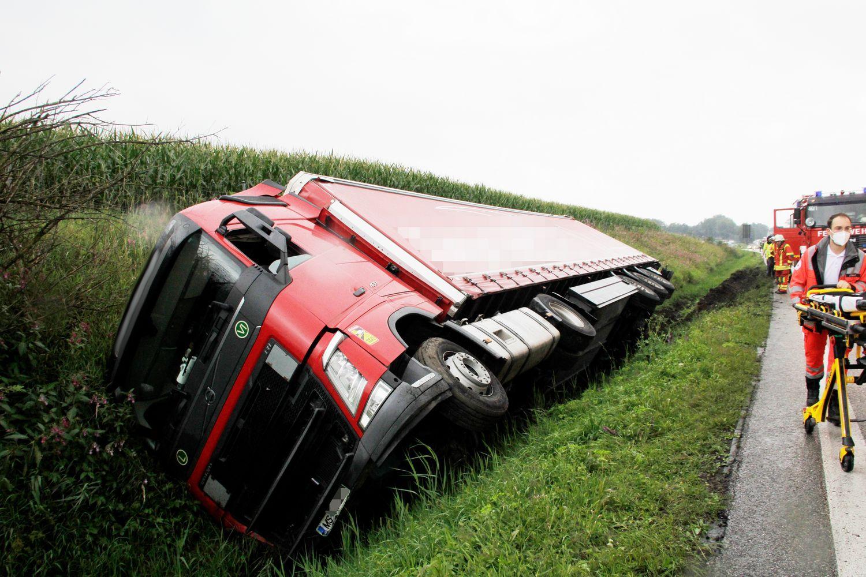 26961817-lkw-unfall-auf-a8-bei-rohrdorf-am-26august